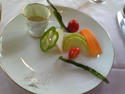 朝採り野菜のチーズソース